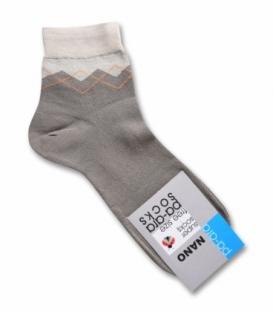 جوراب نانو نیم ساق پاآرا طرح لوزی قهوهای روشن
